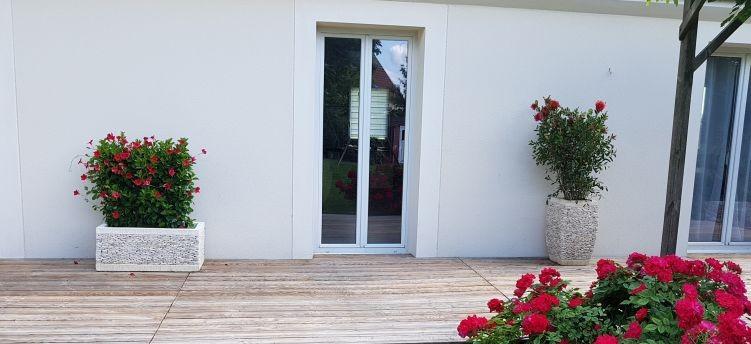 Terrasse maison Mareuil en France - Pots et jardinière Kaolan monde et Jardins