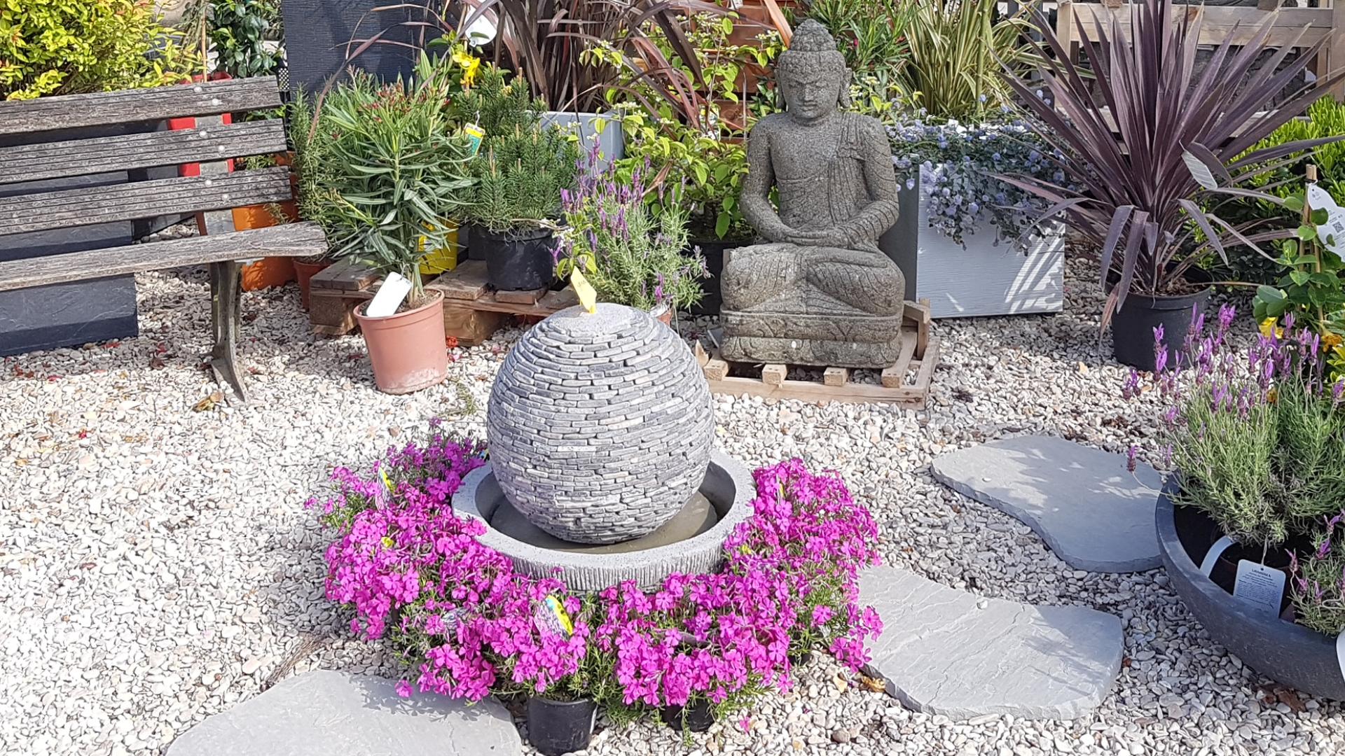 Fontaine boule et statue bouddha Kaolan