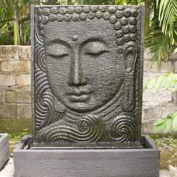 Fontaine de Bali avec visage gravé sur pierre -